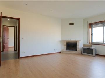 Apartamento T2 / Maia, Nogueira e Silva Escura