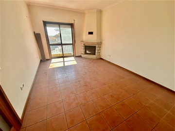 Apartamento T2 / Paredes, Vilela