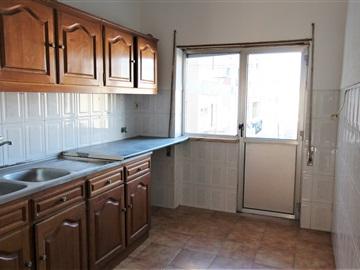 Apartamento T2 / Setúbal, Bairro Carmona