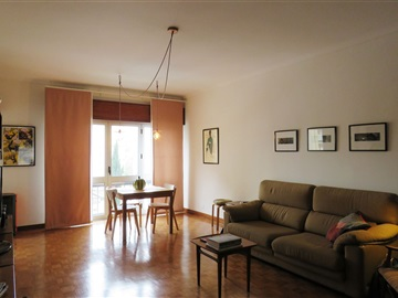 Apartamento T4 / Oeiras, Miraflores