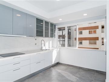 Apartment T2 / Oeiras, Figueirinha