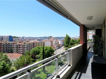 Apartment T2 / Oeiras, Miraflores