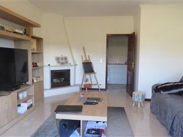 Apartment T3 / Oliveira de Azeméis, Cesar