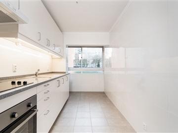 Apartment T4 / Loures, Santo António Cavaleiros