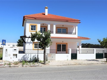 Detached house T4 / Montijo, Pegões