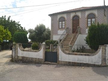 Ferme / Vila Verde, Lage