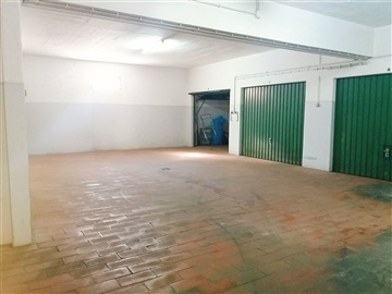 Garage / Almada, Almada, Cova da Piedade, Pragal e Cacilhas