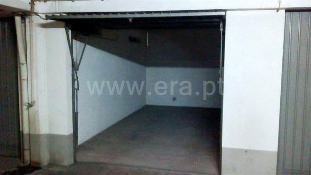 Garagem / Almada, Almada