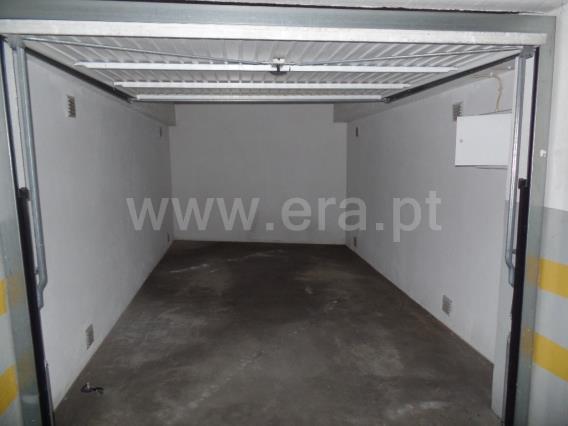 Garaje / Almada, Quinta Nova