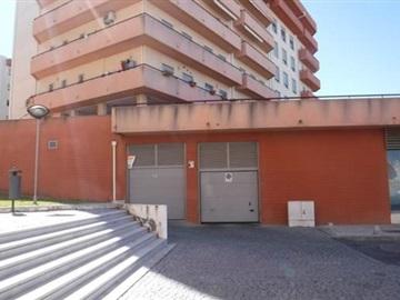 Garaje / Castelo Branco, Entre Caminhos
