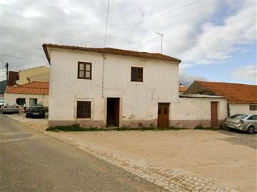 House T3 / Alcanena, Gouxaria