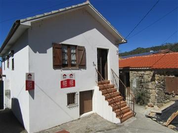 House T3 / Vale de Cambra, Roge