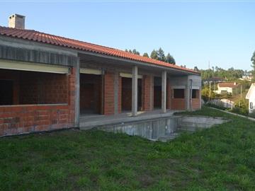 House T3 / Vila Verde, Esqueiros, Nevogilde e Travassós