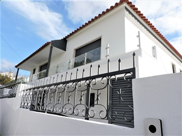 House T4 / Almada, Sobreda