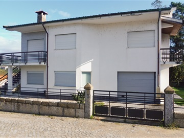 House T4 / Amares, Ferreiros, Prozelo e Besteiros
