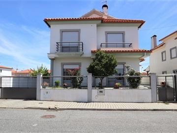 House T4 / Castelo Branco, Pipa