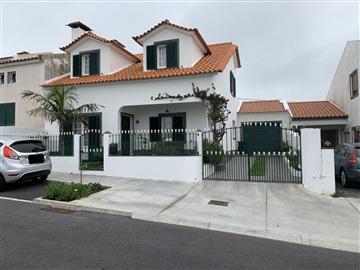 House T4 / Ponta Delgada, Relva