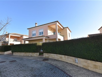 House T4 / Torres Vedras, Silveira