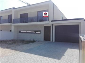 House T4 / Vila Nova de Famalicão, Antas e Abade de Vermoim