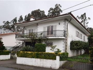 House T4 / Vila Nova de Famalicão, Brufe