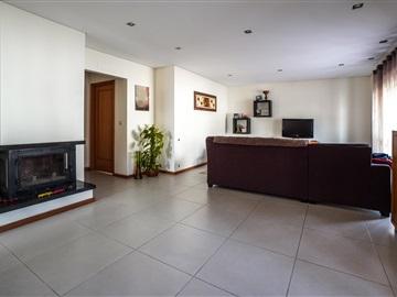 House T4 / Vila Nova de Gaia, Grijó e Sermonde