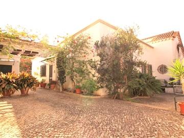 House T5 / Faro, Mercado