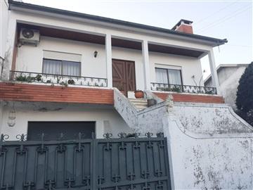 Maison jumelée T3 / Vila Nova de Famalicão, Vila Nova de Famalicão e Calendário
