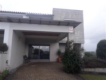 Moradia em Banda T5 / Vila Nova de Famalicão, Avidos e Lagoa