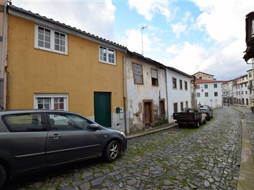 Moradia T3 / Bragança, Sé, Santa Maria e Meixedo