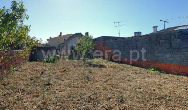 Plot with ruin / Aveiro, Presa