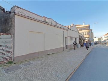 Plot with ruin / Moita, Baixa da Banheira