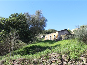 Plot with ruin / Sintra, Belas