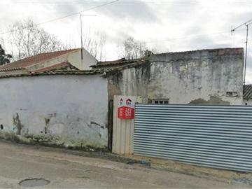 Plot with ruin / Torres Novas, Riachos