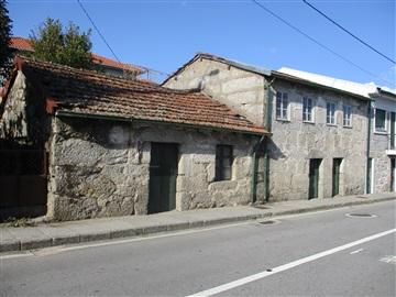 Semi-detached house / Fafe, Moreira do Rei e Várzea Cova