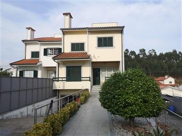 Semi-detached house T4 / Fafe, Medelo