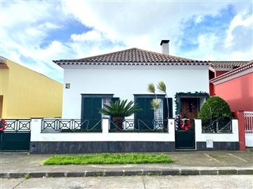 Terraced house T3 / Ponta Delgada, Arrifes