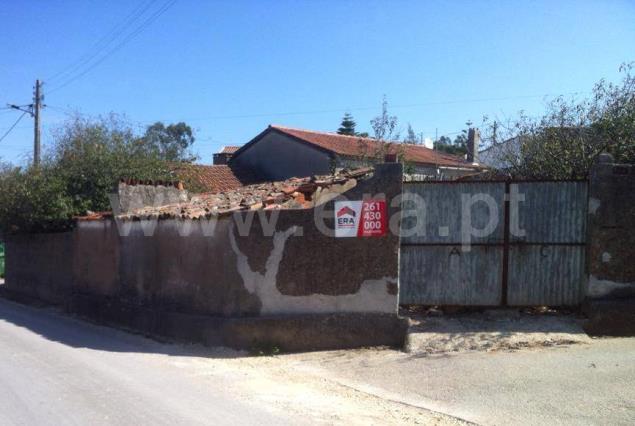 Terreno com ruina / Bombarral, Salgueiro