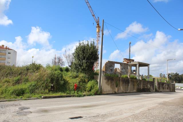 Terreno com ruina / Leiria, Vale da Cabrita