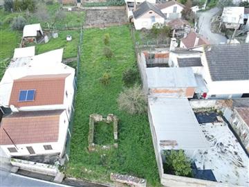 Terreno com ruina / Ourém, Urqueira