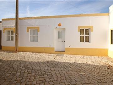 Viviendas Adosadas en barrio T2 / Tavira, Tavira (Santa Maria e Santiago)